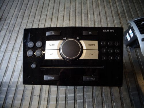 VAUXHALL ASTRA MK5 CD30 MP3 CD HEAD UNIT IN PIANO BLACK